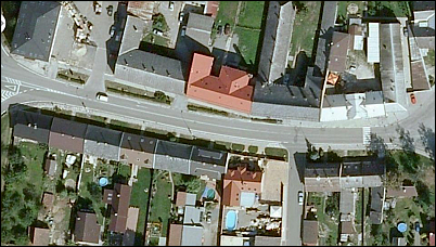 Obr. 1 Komunikace vedoucí do centra jednoho města na moravsko-českém pomezí